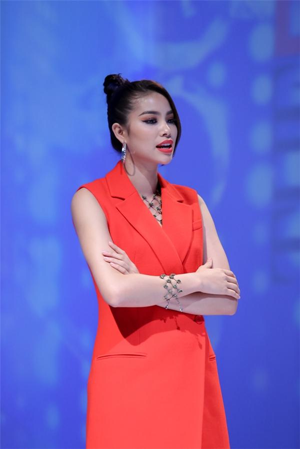 3 lần chiến thắng, Phạm Hương đều loại đội Lan Khuê.