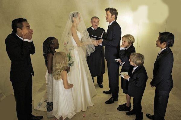 Tháng 8/2014, Angelina Jolie và Brad Pitt tổ chức đám cưới sau 10 năm gắn bó.