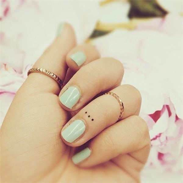 Đơn giản chỉ là ba chấm nhỏ trên ngón tay...