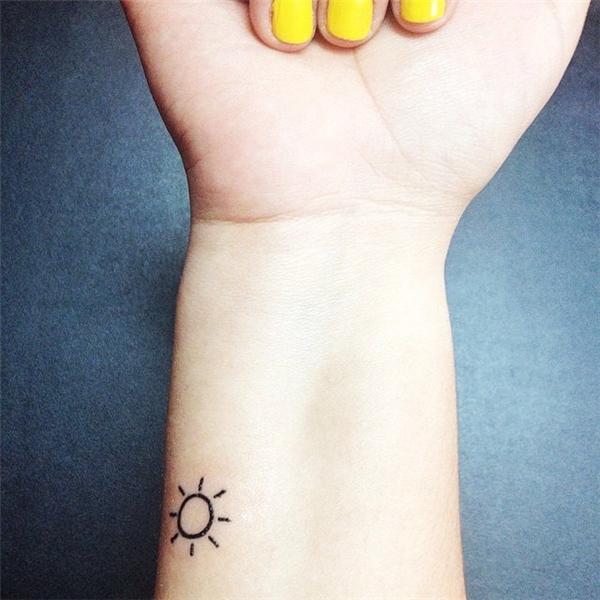 Xăm hình mặt trời cũng là một ý tưởng hay ho.