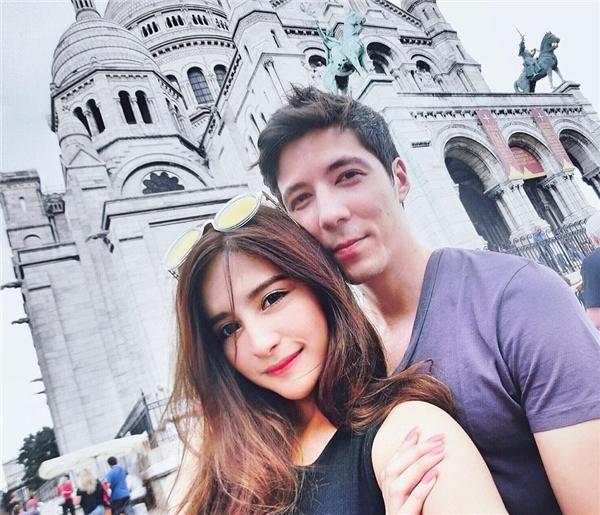 Cả hai thường đi du lịch dài ngày và dành những tình cảm nồng thắm cho nhau.