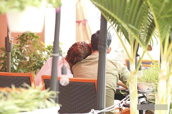 Sau nhiều lần giấu kín thông tin về chuyện tình cảm, Hải Băng và Thành Đạt lại bất ngờ công khai hẹn hò một cách thoải mái tại nơi công cộng. - Tin sao Viet - Tin tuc sao Viet - Scandal sao Viet - Tin tuc cua Sao - Tin cua Sao