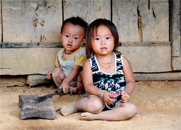 Liệu rằng tương lai của những đứa trẻ này có tươi sáng hơn, hứa hẹn hơn cha mẹ chúng? (Ảnh: Nông Nghiệp Việt Nam)