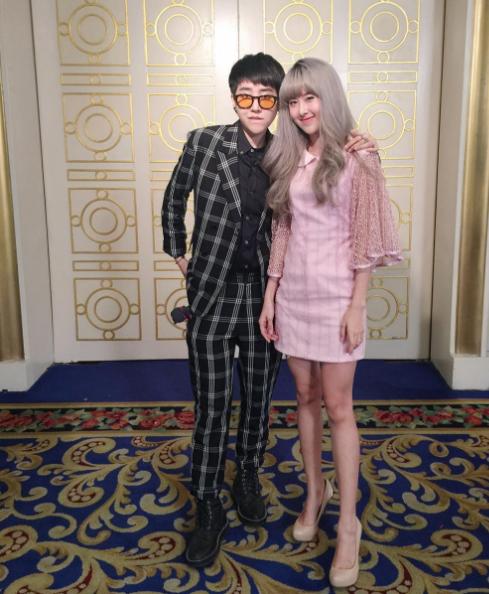 Qwaa và Doughnutt cũng thường xuyên được mời làm người mẫu chụp ảnh cho các nhãn hàng thời trang.