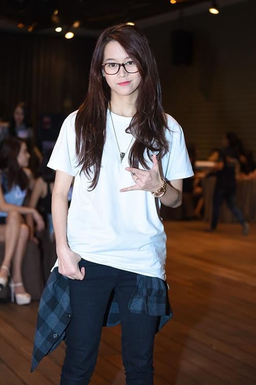 An Nguy trong mắt khán giả trước nay vẫn là một cô nàng cá tính, tomboy với áo phông rộng, quần thụng hay jeans rách.