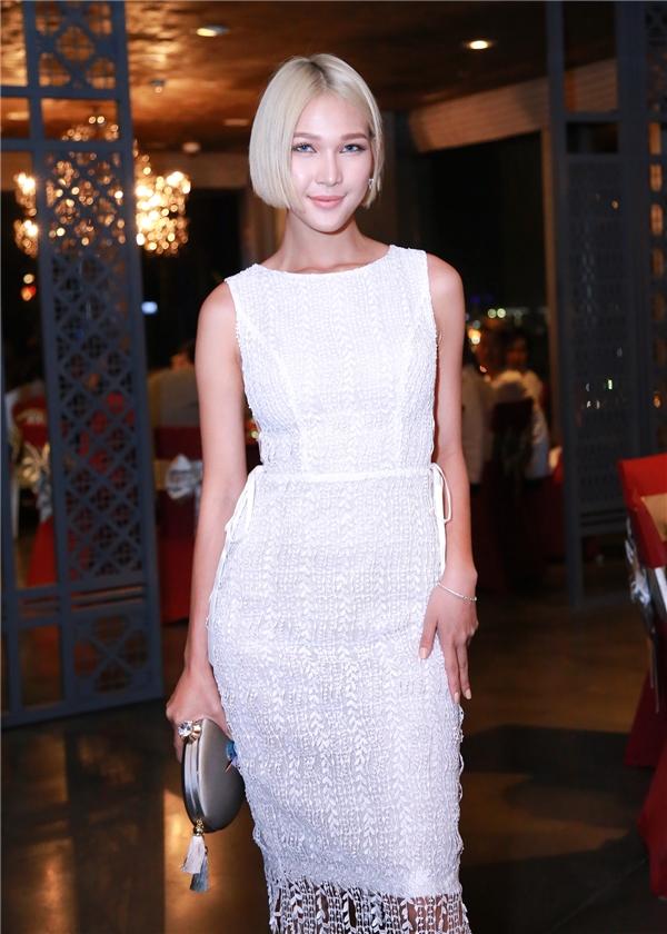 Trong một sự của team Phạm Hương, hình ảnh Diệp Linh Châu trong chiếc váy ren ôm sát ít nhiều cũng giúp khán giả nhìn cô ở một góc độ khác hơn.