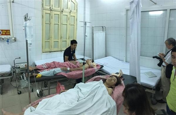 Nạn nhân được đưa đến bệnh viện để kiểm tra sức khỏe.