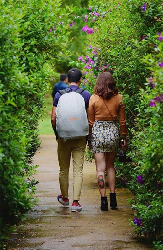 Hoàng Linh chia sẻ, người đàn ông chung thủy là phải mặc áo màu tím.