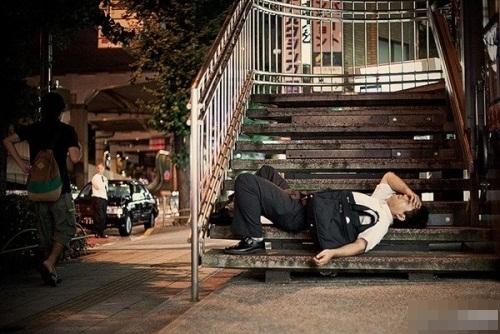Ngủ gật trở thành một hình ảnh rất thường thấy của người dân nước này!