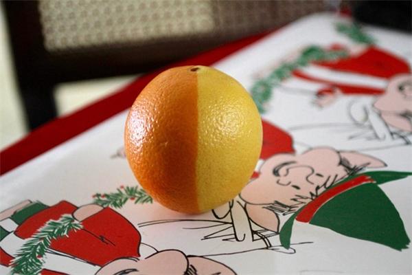Ai đã tô màu lên một nửa quả cam vậy?