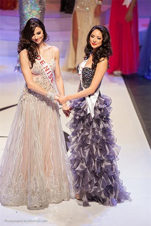 Năm 2013, người đẹp Denise Garrido được xướng tên cho ngôi vị cao nhất cùng chiếc vương miện ở Hoa hậu Hoàn vũ Canada. Tuy nhiên, chỉ một ngày sau cô đã bị tước vương miện.