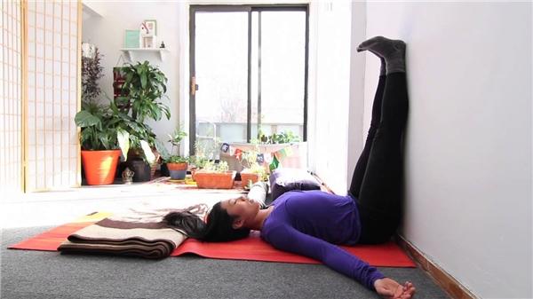 Wall Legs Up xuất phát từ một động tác trong Yoga. (Ảnh: internet)