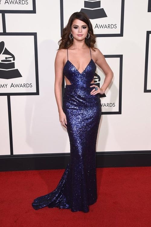 Selena giờ đây đã trở thành một quý cô đầy gợi cảm và quyến rũ.