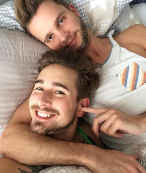 Ngay từ khi xuất hiện,Sven và Flolập tức thu hút sự chú ý của đông đảo cộng đồng LGBT nhờ vẻ ngoài quá điển trai.
