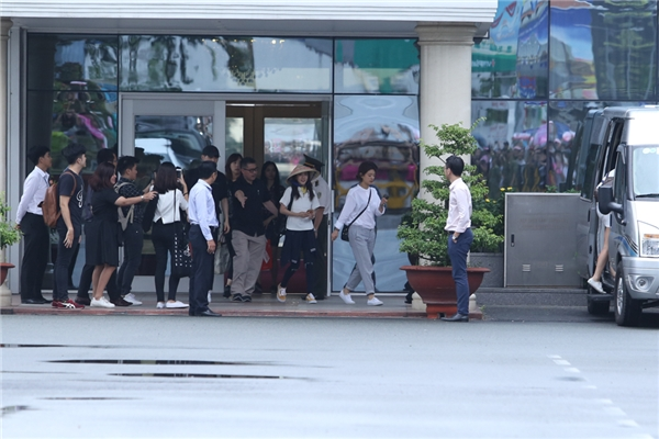 Dara diệnbộ trang phục đơn giản cùng chiếc nón lámà cô đã check-in từ trước đó tại sân bay Incheon