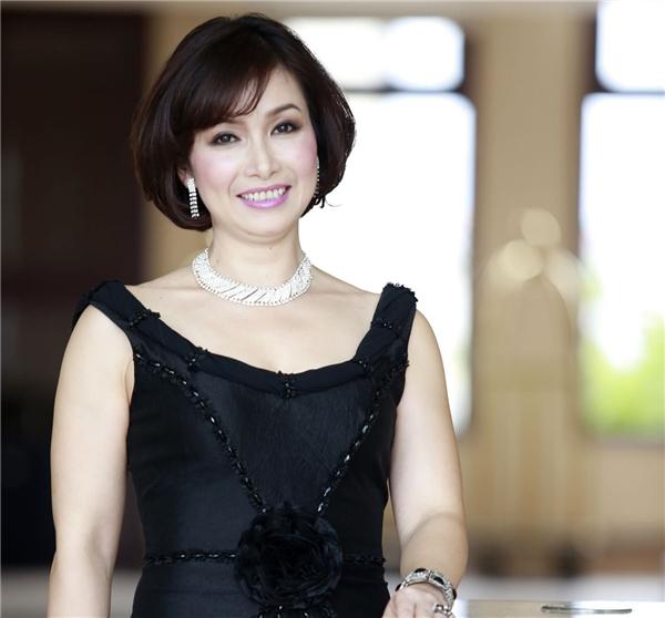 Năm 1988, Bùi Bích Phương được xướng tên cho ngôi vị cao nhất của Hoa hậu báo Tiền Phong (tiền thân của Hoa hậu Việt Nam).Bùi Bích Phương sở hữu gương mặt sáng, tròn trịa, phúc hậu và số đo 3 vòng nổi bật 86-60-88. Nhưng chiều cao lại là khuyết điểm của cô khi chỉ dừng lại ở mức 1m57. Đây cũng chính là Hoa hậu Việt Nam thấp nhất trong lịch sử gần 30 năm của cuộc thi này. Hiện tại, theo quy chế của Hoa hậu Việt Nam, chiều cao tối thiểu của thí sinh phải là 1m65 nên chắc chắn kỉ lục này của Hoa hậu Bùi Bích Phương không thể nào bị phá bỏ.