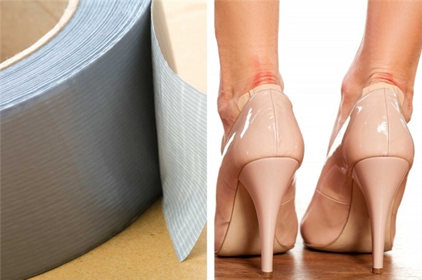 Đôi giày cao gót cọ xát vào sau chân khiến bạn đau đớn, nếu không có băng cá nhân, bạn có thể dùng một miếng bông gòn, bông tẩy trang… đắp lên chỗ phồng rồi dùng băng dính dán lại.