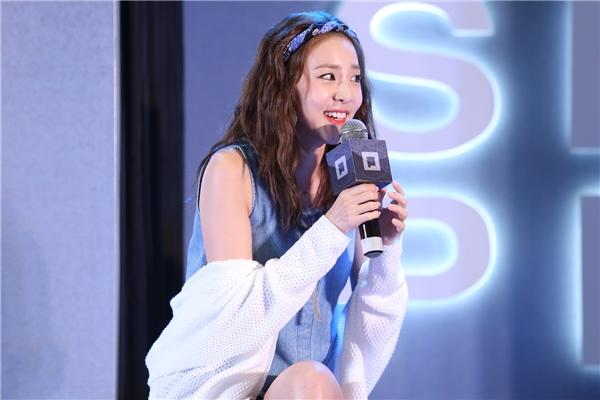 """Vẻ đẹp không tuổi cùng nụ cười toả nắng của Dara khiến người hâm mộ """"bấn loạn"""""""