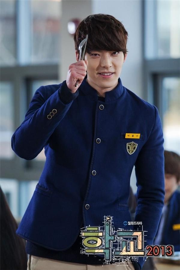 Lee Jong Suk - Kim Woo Bin: đôi bạn cùng tiến nay thành đối thủ