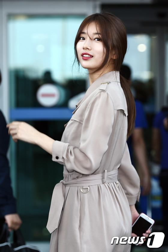 Nụ cười của Suzy như giúp sân bay thêm bừng sáng.
