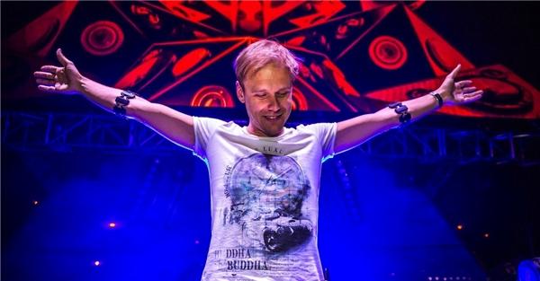 Armin tỏa sáng tại Việt Nam.