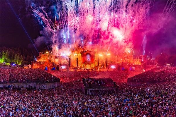 Tomorrowland được bầu chọn là lễ hội âm nhạc số 1 thế giới theo tạp chí uy tín DJ Mag.