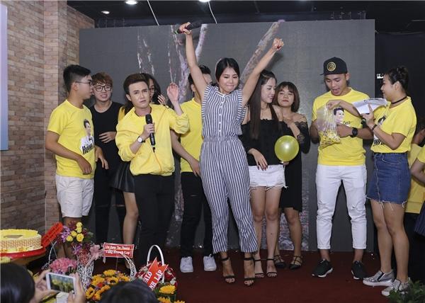 Nữ diễn viên Nam Thư đến chung vui cùng Huỳnh Lập.