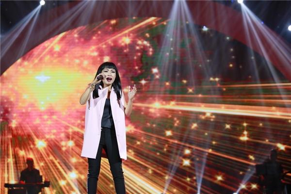 Bên cạnh Hồ Văn Cường, đêm nhạc còn có sự tham gia của nhiều ca sĩ nổi tiếng khác.Phương Thanh thể hiện ca khúc Về quê vừa được cô phát hành MV cách đây không lâu.