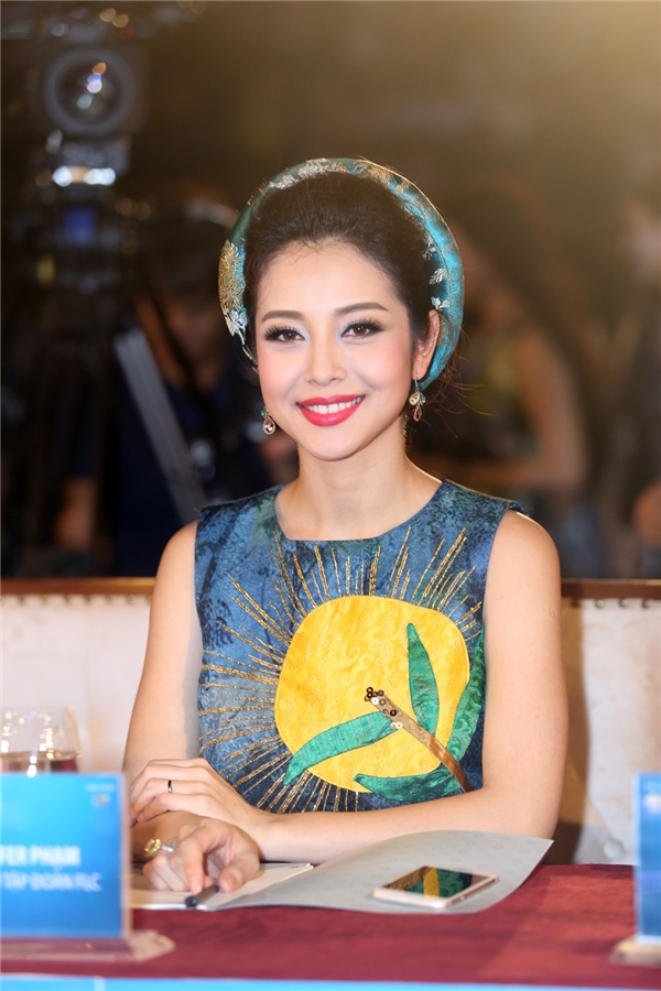 Hội ngộ với Ngô Phương Lan tại đêm chung kết Hoa hậu Bản sắc Việt Toàn cầu 2016 còn có Jennifer Phạm. Hiện tại, Hoa hậu châu Á tại Mỹ 2006 đang là gương mặt đại diện cho tập đoàn FLC.
