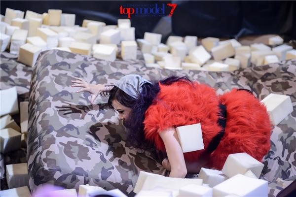 """Thanh Hằng mắng thí sinh Next Top Model """"không biết điều"""""""