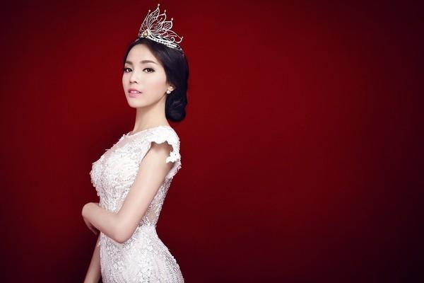 """Tuy nhiên, không thể phủ nhận rằng Kỳ Duyên đã từng """"đánh bại"""" không ít người đẹp nổi tiếng để giành ngôi vị cao nhất - Hoa hậu Việt Nam 2014 trong sự ngỡ ngàng của nhiều khán giả. - Tin sao Viet - Tin tuc sao Viet - Scandal sao Viet - Tin tuc cua Sao - Tin cua Sao"""