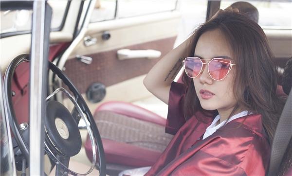 """Phương Ly vừa chính thức giới thiệu sản phẩm """"chào sân"""" Vpoptrong vai trò ca sĩ- MV Crush on you. Đây là bước đệm đầu tiên để cô tiếp cận với khán giả trong vai trò mới, cũng như nắm bắt rõ hơn thị hiếu và những điều mà fans muốn ở mình."""