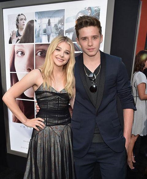 Chuyện tình giữa Chloe 19 tuổi và Brooklyn 17 tuổi được truyền thông săn đón, cả hai thường xuyên xuất hiện tại nhiều sự kiện quan trọng.