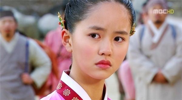 Kim So Hyun: Từ hoàng hậu đáng ghét đến ma nữ nhây nhất màn ảnh Hàn