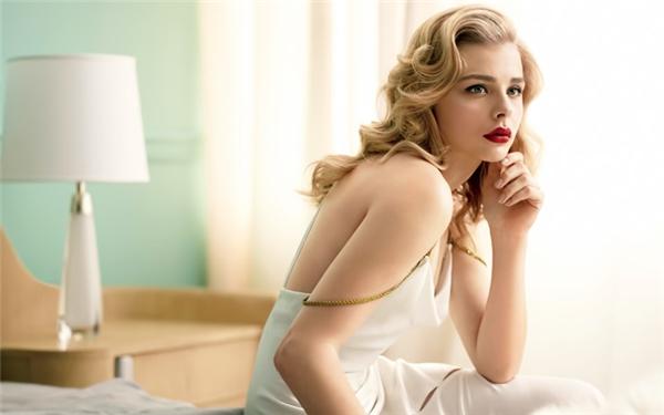 Nhan sắc xinh đẹp tuổi 19 của con dâu cả nhà Beckham