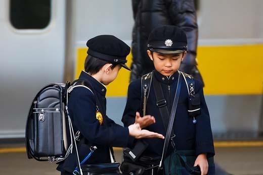 Từ năm 1988, loại cặp này đã được đưa vào sử dụng ở các trường tiểu học Nhật Bản.