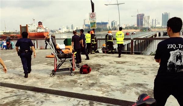 Cảnh sát Singapore đã phong tỏa hiện trường để xử lí. (Ảnh: internet)