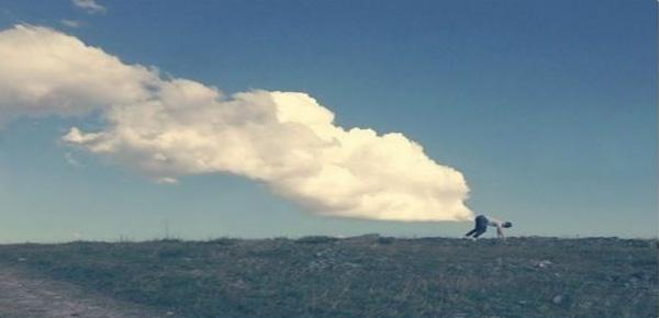 15. Anh ấy xì hơi ra cả một đám mây to đùng?