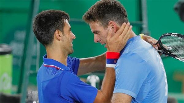 Novak Djokovicbất ngờ thất bại trước Juan Martin del Potrongay tại vòng 1 Olympics Rio 2016.