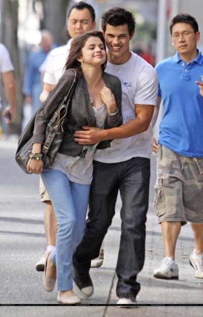 Selena thừa nhận đã phải lòng Taylor Lautner khi cô đang quay phimRamona and Beezus.