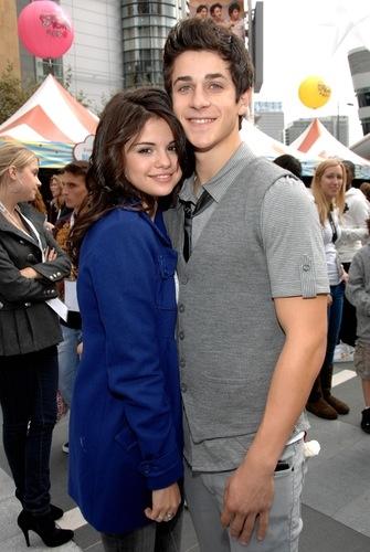 David đã tiết lộ rằng anh ấy vẫn nghe Revival và sẽ luôn đứngsau để bảo vệ Selena.