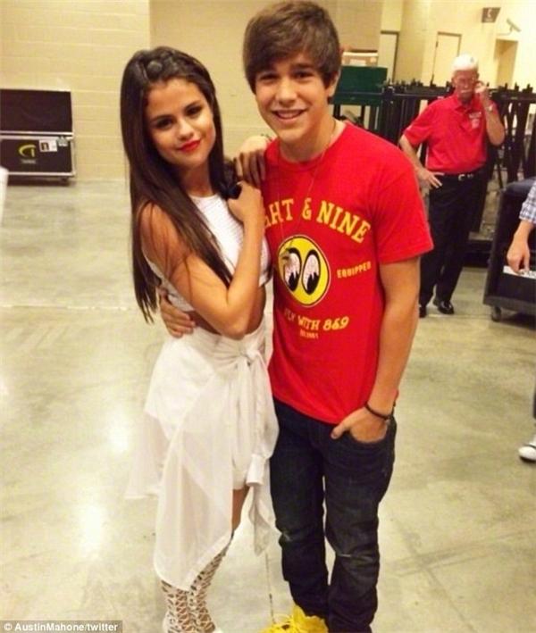 Thiên hạ từngđồn đại rằngTaylor là người mai mối Austin cho Selena.