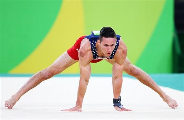 Theo Alex Naddour, cơ thể của anh không còn chịu những tổn thương từ việc tập luyện sau khi giác hơi. Vậy là VĐV TDDC người Mỹ bắt đầu nghiện liệu pháp này.