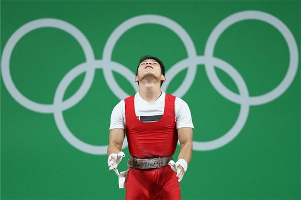 Nỗi tuyệt vọng hiện rất rõ trên gương mặt của chàng vận động viên.