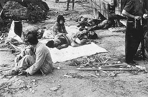 Lúc 11 giờ 02 trưa ngày9 tháng 8 năm 1945, Hoa Kỳ tiếp tục ném quả bom nguyên tử thứ hai xuống Nagasaki và biến nơi này thành bình địa.