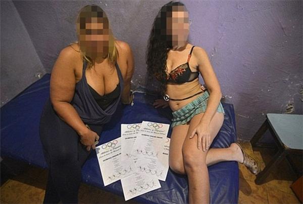 Nhiều cô gái thậm chí không cần dùng bao cao su nếu khách yêu cầu.
