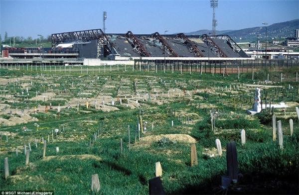 Tại Athens (Hi Lạp), sân vận động này được chuẩn bị cho Olympic năm 2004. Nhưng kể từ sau sự kiện, nó bị lãng quên và xuống cấp trầm trọng.  Đất dành cho các vận động viên thi đấu theo thời gianđã biến thành nghĩa trang.  Chỗ ngồibị hoen ố bởi ánh nắng mặt trời, cỏ dại mọc chằng chịt quanh sân.