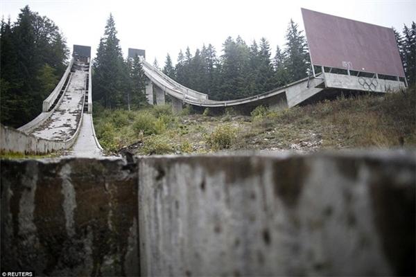Một khu trượt tuyết bị bỏ hoang từ Thế vận hội mùa đông 1984 ở Sarajevo, trên núi Igman.
