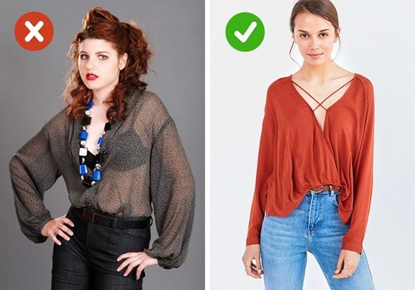 Nhiều người có xu hướng chọn nội y tương phản với trang phục bên ngoài để tăng sự nổi bật giữa đám đông. Tuy nhiên, đây là quan niệm hoàn toàn sai lầm. Nội y đồng điệu trang phục bên ngoài không chỉ giúp bạn trông gọn gàng, tao nhã hơn mà còn nâng tầm hình ảnh bởi sự tinh tế, ý nhị.