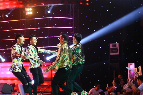 Tuy nhiên, cuối cùng cặp đôi quyết định chọn về đội thần tượng của mình, đó là Mr Đàm và Dương Triệu Vũ.